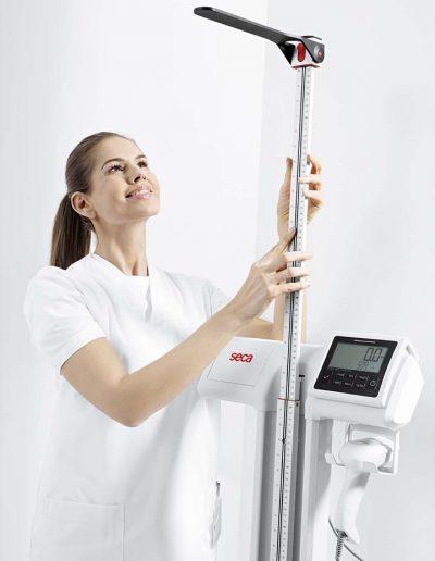 seca 797_nurse_measuring_rod_close-up_RGB